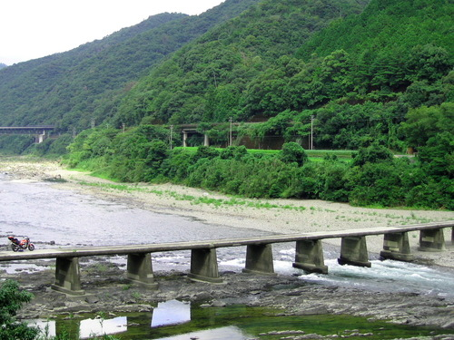 半家の沈下橋